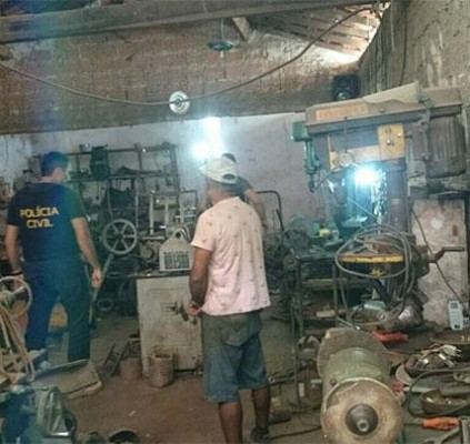 Polícia prende homem e fecha fábrica ilegal...