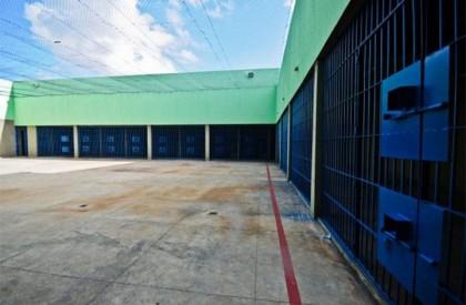 Presos iniciam motim na Casa de Detenção de Altos