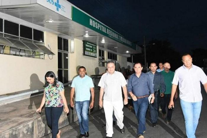Após incêndio, secretário de saúde visita Hospital de Floriano