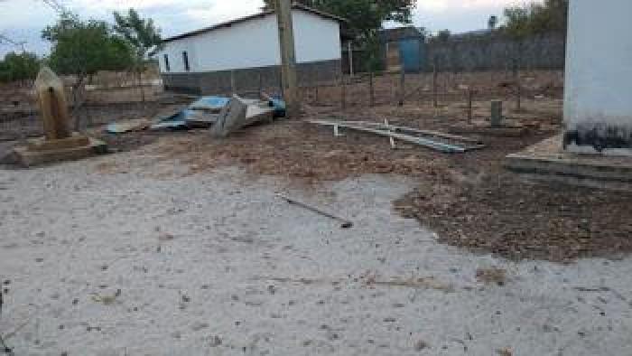 Reservatório desabou em setembro e até hoje moradores sofrem sem água