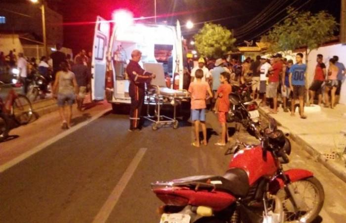 Colisão entre motocicleta e caminhão deixa homem morto