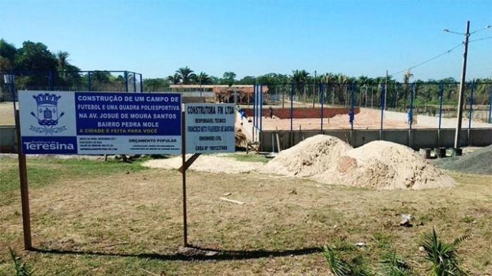 Obra de campo e quadra poliesportiva será entregue em fevereiro