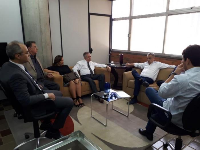 Deputados de oposição se reúnem com ex-ministro João Henrique