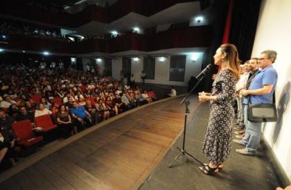 Governadora é vaiada em lançamento de filme em Teresina
