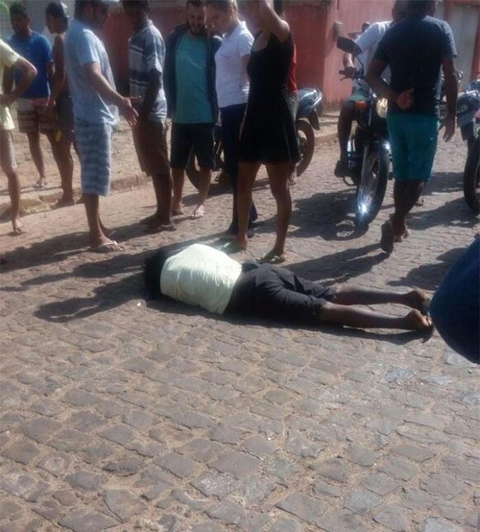 Homem é alvejado com um tiro na cabeça em Barras
