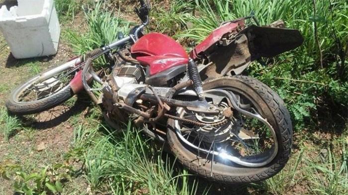 Homem morre em colisão entre carro e motocicleta na BR-135