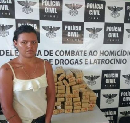 Mulher é presa com 58 tabletes de...