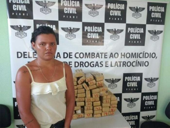 Mulher é presa com 58 tabletes de maconha em Parnaíba