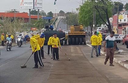 Prefeitura de THE inicia asfaltamento da Av. Duque de Caxias