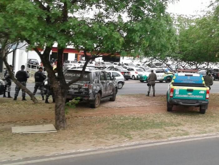 THE: Bandidos sequestram gerente a assaltam BNB da João XXII