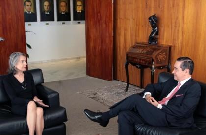 Cármem Lúcia se reúne com presidente do TRF4 após ameaças