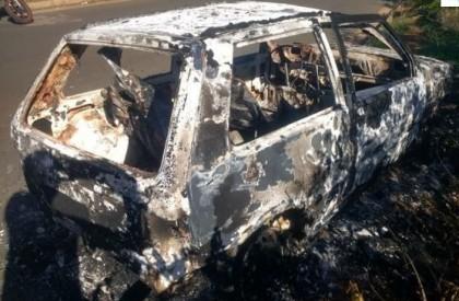 Carro com placa do MA é encontrado queimado em...