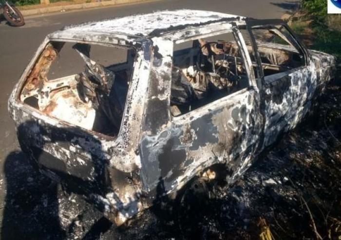Carro com placa do MA é encontrado queimado em Oeiras