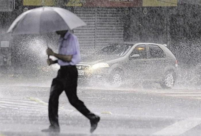 Detran alerta motoristas sobre cuidados no trânsito em dias chuvosos