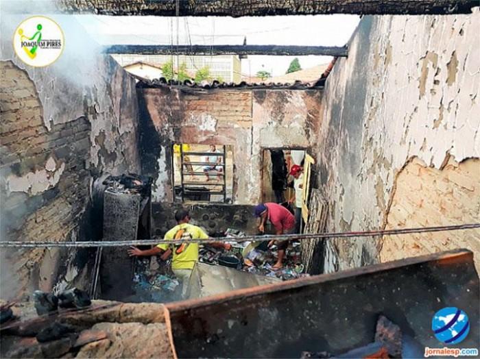 Incêndio deixa escola pública completamente destruída em Joaquim Pires