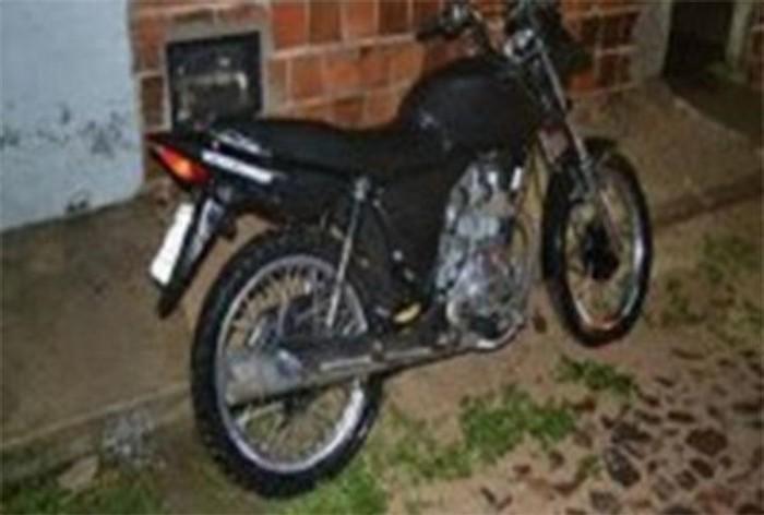 Jovem é baleado e tem motocicleta roubada em tentativa de latrocínio