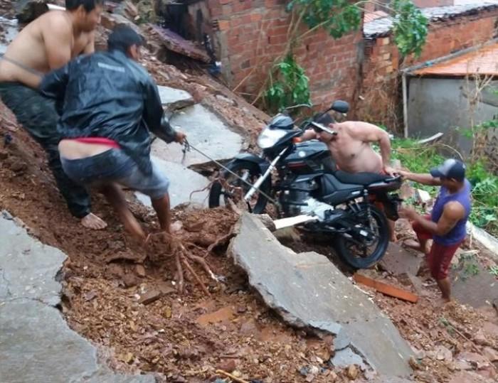 Moradores abandonam casas em área de risco no interior do PI