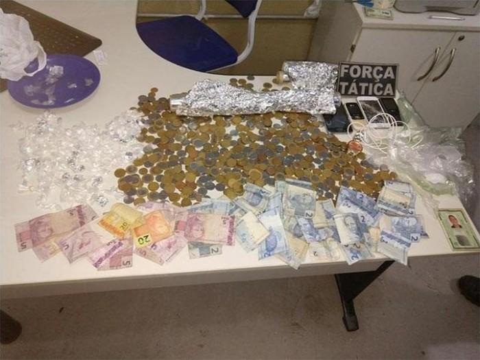 PM prende duas pessoas e apreende 99 pedras de crack em Picos
