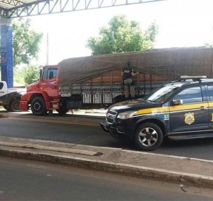 Polícia apreende caminhão com 34 toneladas de...