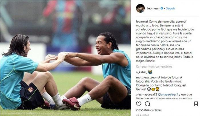 Ronaldinho Gaúcho recebe homenagem do Lionel Messi