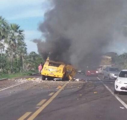 Bandidos explodem carro-forte entre Altos e Campo...
