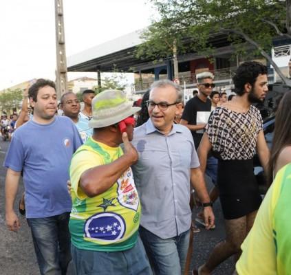 Bloco Vaca Atolada reúne multidão na zona...