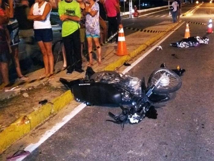 Colisão entre carro e motocicleta deixa mulher morta em Parnaíba