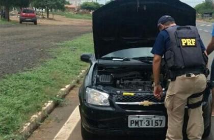Homem é preso usando documentação de veículo falsificada em...