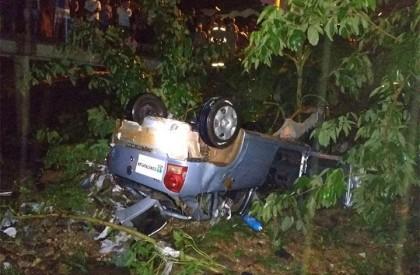 Homem morre e irmão fica ferido após carro cair em galeria no Dirceu