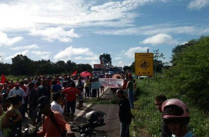 Manisfestantes do MST interditam BR-316 totalmente