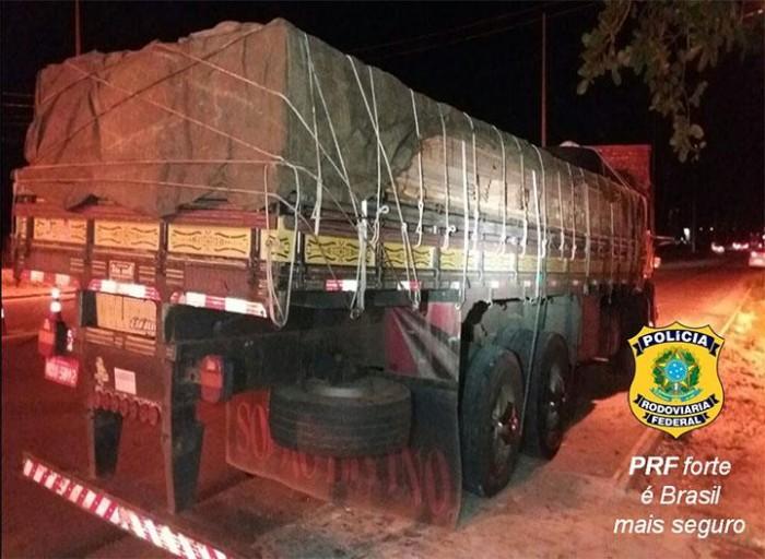 PRF apreende 15 toneladas de madeira sendo transportada ilegalmente em THE