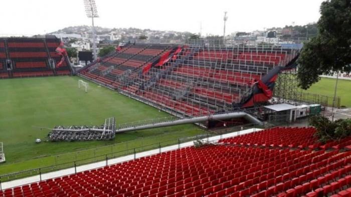 Temporal derruba postes no estádio do Flamengo no Rio de Janeiro