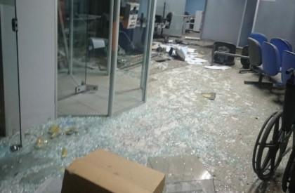 Bandidos armados explodem agência bancária em Inhuma