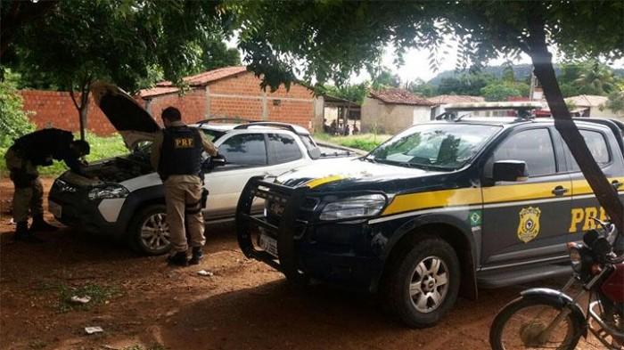Carro roubado é recuperado sendo usado por ex-prefeito no PI