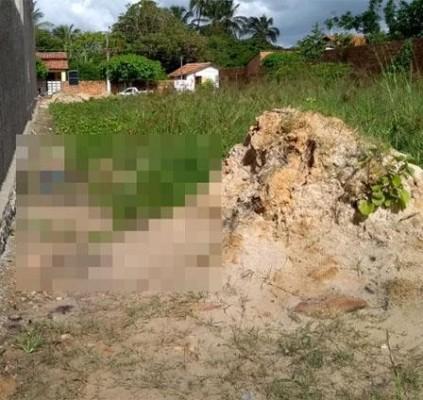 Corpo de homem é encontrado em terreno...