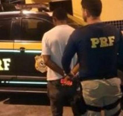 Homem é preso acusado de estuprar a...
