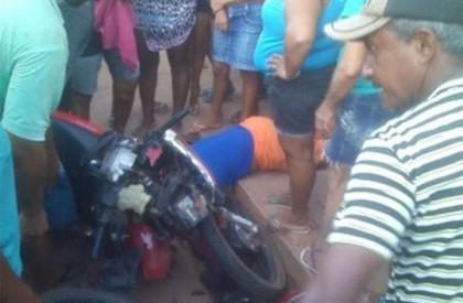 Colisão entre  motocicletas deixa uma pessoa morta em...