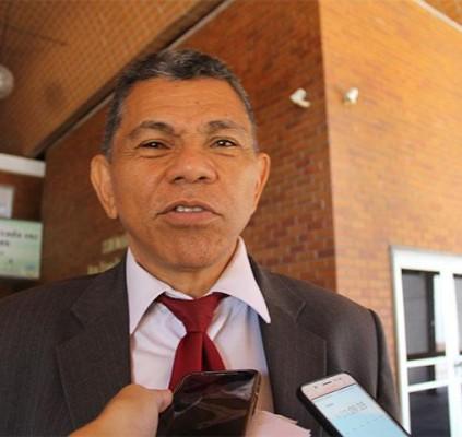 Líder do governo acusa oposição de trabalhar...