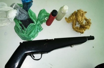 Mulher é presa com arma de fogo de fabricação caseira e munição