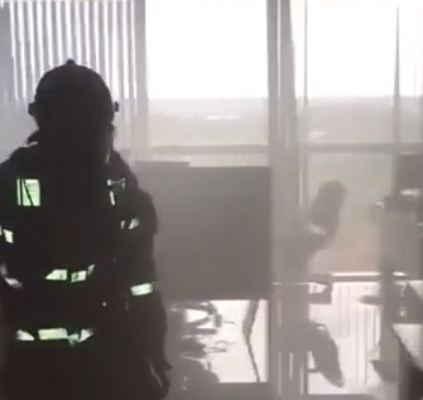 Princípio de incêndio atinge segundo andar do...