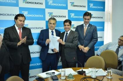 Robert Rios oficializa filiação ao DEM com aliados em Brasília