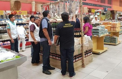 THE: Procon flagra supermercado vendendo produtos vencidos