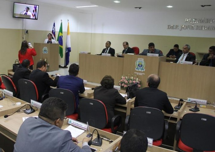 Timon: Vereadores cobram realização de eleição da mesa diretora