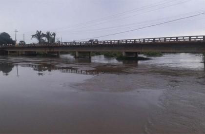 Barras: Rio Marataoan sobe 26 cm e famílias são...