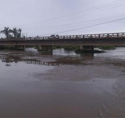 Barras: Rio Marataoan sobe 26 cm e...