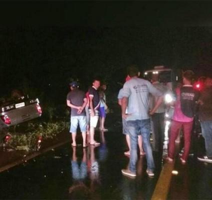 Homem morre afogado após capotar carro na...