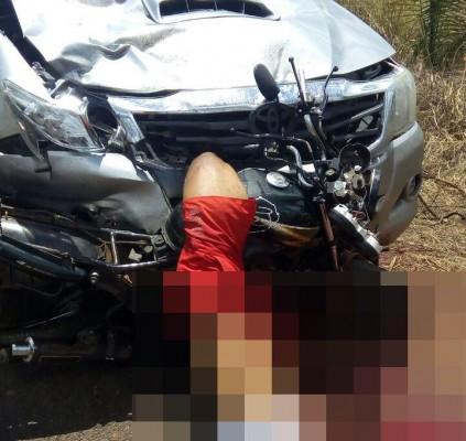 Homem morre após colidir frontalmente com Hillux...