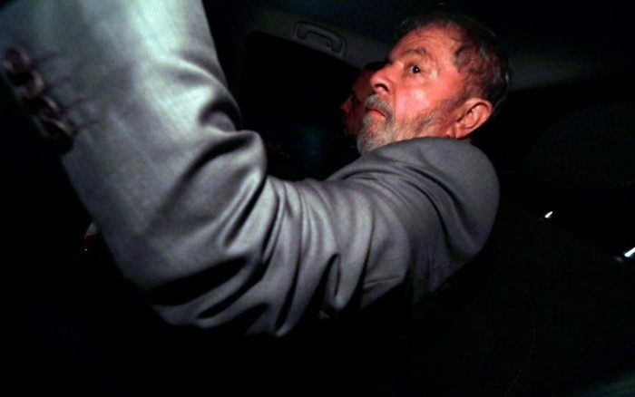 Lula admite a pessoas próximas estar fora das eleições