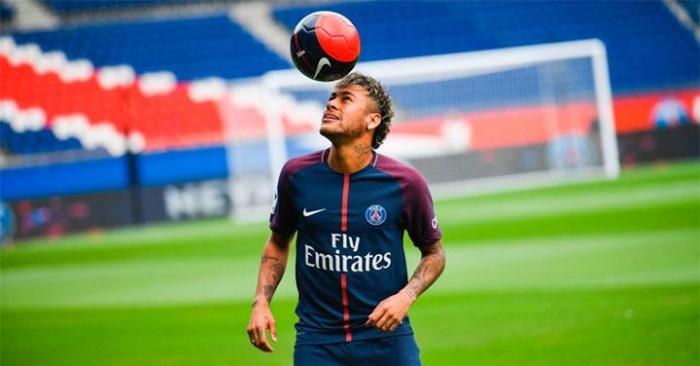 Neymar afirma está progredindo e diz que volta aos campos em um mês