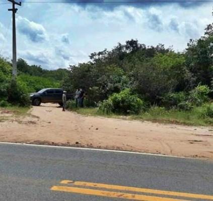 Polícia encontra corpo próximo a rodovia em...